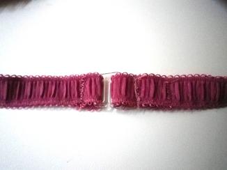 et voilà....maintenant fixer les bretelles sur l'élastique à 5/5.5 ou 6 cm de chaque côté de l'attache (fixez la partie de la bretelle avec l'anneau).