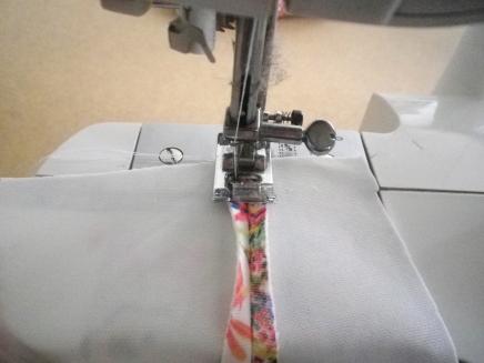 ...afin de maintenir les coutures ouvertes, je les surpique au point Z....