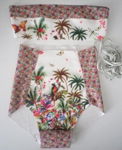 maintenant je pose l'élastique ( laminette: élastique caouchouc spéciale maillot de bain) sur tous les contours du badeau ( haut et bas) et de la culotte (taille et ouverture de cuisses)....